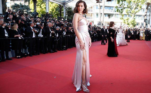 Bella Hadid muestra su ropa interior por culpa de vestido