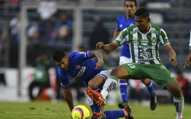 Cruz Azul sigue sin ganar en casa y de milagro empata sin goles con León