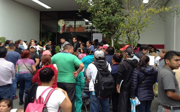 Víctimas del sismo denuncian trabas para recibir ayuda