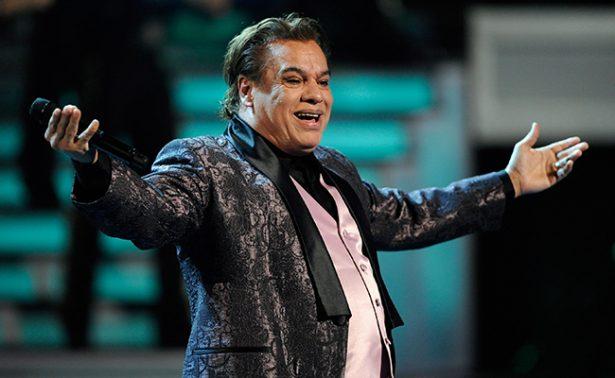 Tributo a Juan Gabriel hace entristecer y bailar al público de Tijuana