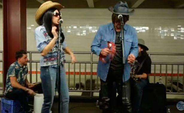 Miley Cyrus y Jimmy Fallon ¡ofrecen show en el Metro!