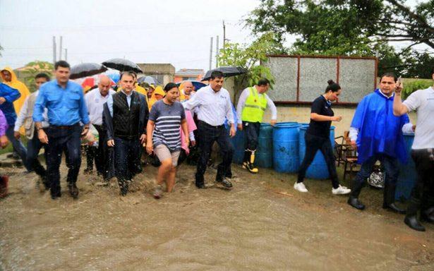 Atienden a afectados por inundaciones