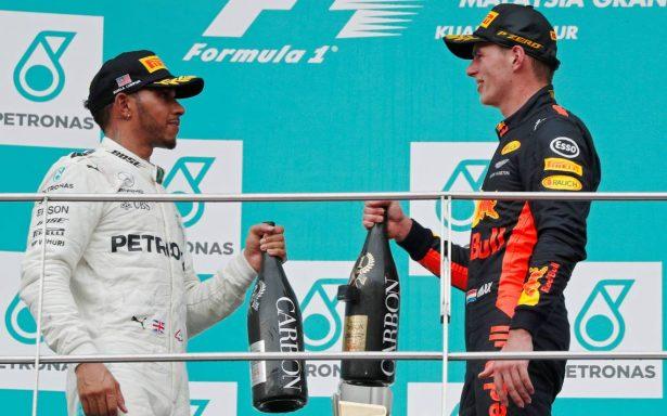 Verstappen vence a Hamilton y se consagra en el GP de Malasia