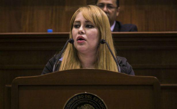 Aplazan decisión de trasladar a Washington a Lucero Sánchez, ligada a El Chapo