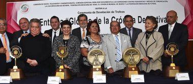 """Develan los trofeos """"Glorias de la Crónica Deportiva"""""""