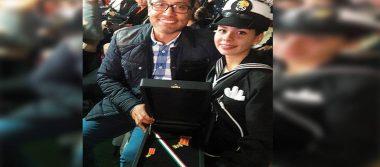 La marchista Alegna González fue condecorada al Mérito Deportivo Naval