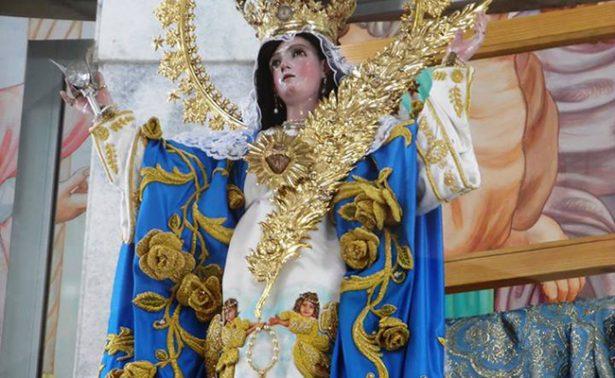 Tlaxcaltecas visten a la Virgen de la Caridad