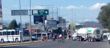 Normalistas de Oaxaca bloquean el crucero del IEEPO