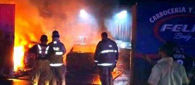 Incendio daña taller de carrocería