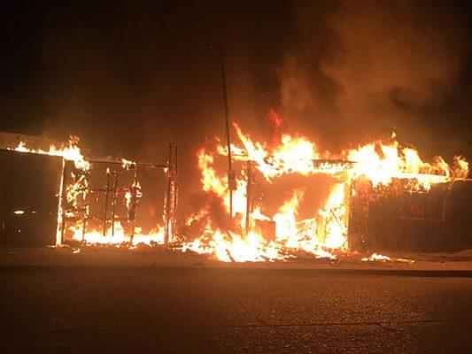 FOTONOTA: Incendio en fábrica de reciclaje del Florido