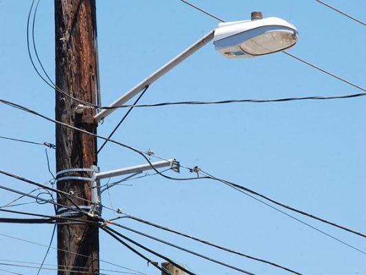 Camiones, patrullas; ahora luminarias rentará municipio