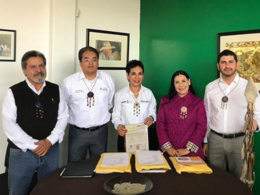 Entregan actas de nacimiento a migrantes oaxaqueños radicados en Ensenada