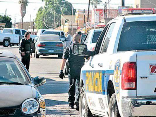 Pareja dispara a policías al intentar huir de un retén