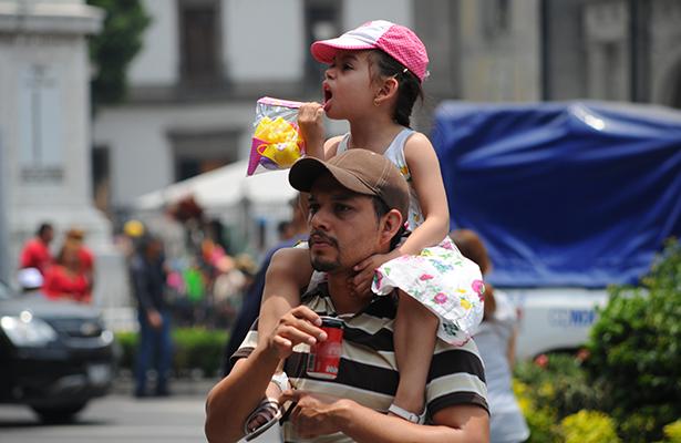 Ampliar licencia de paternidad hasta por 30 días, propone asambleísta