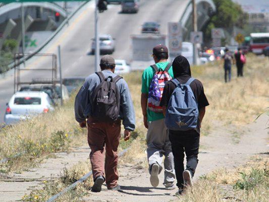 Preparan defensa de migrantes ante plan de deportación