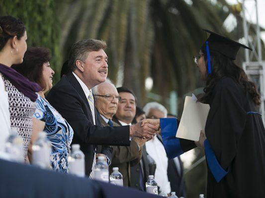 Apadrina Kiko graduación en la Lázaro Cárdenas
