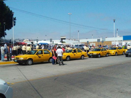 Inicia proceso para revocar permisos a Taxis Amarillos