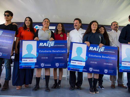 Entregan tarjetas de Raite a más de 13 mil estudiantes