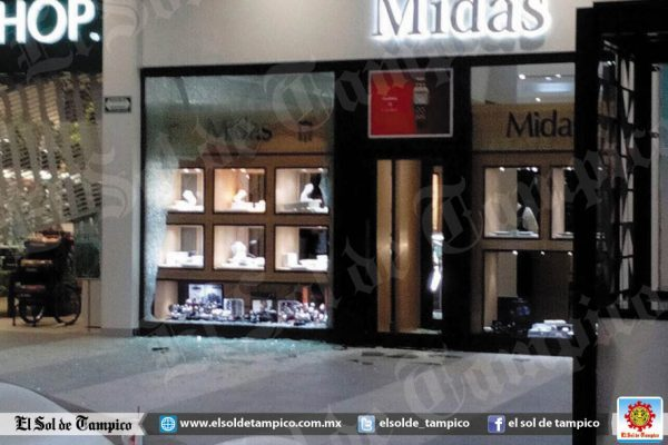 Terror y crisis de pánico provoca asalto en plaza comercial
