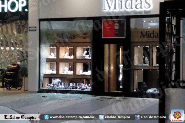 Despliegan operativo contra grupo armado por centro comercial de Tamaulipas