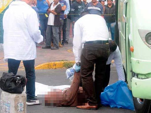 Abuelito muere atropellado por camión de pasajeros
