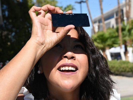 Crean estudiantes de la UABC artefactos para observar el eclipse