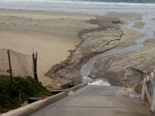 Cierran playas por fuga de aguas negras en Ensenada