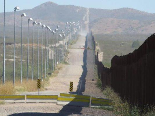 Preparan construcción del muro en el área de San Diego