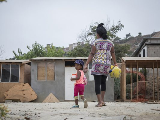 8 niños haitianos esperan entrar a primarias locales