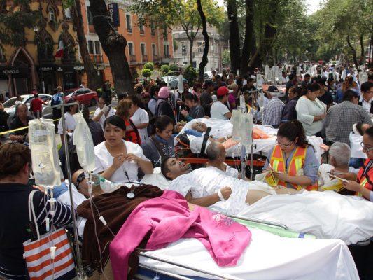 Capitalinos en BC consternados por familiares en sismo