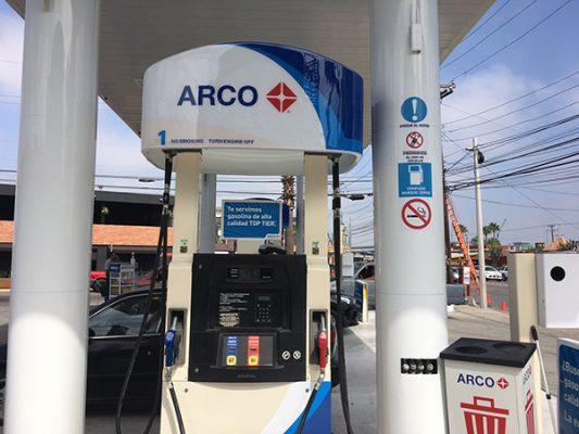 3 pesos más barata, gasolina en San Diego