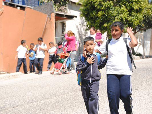 54 mil niños de EU estudian en BC
