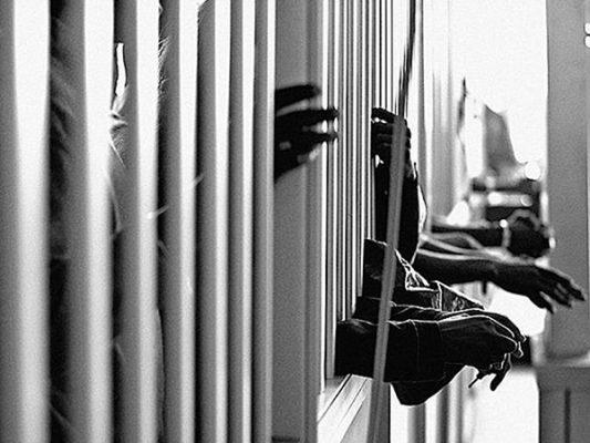 Formal prisión a presunta familia de tratantes