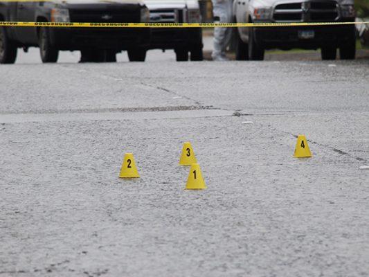 Asesinan a tres en local de mariscos