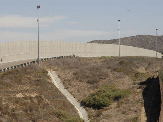 Reiteran activistas su negativa ante construcción del muro