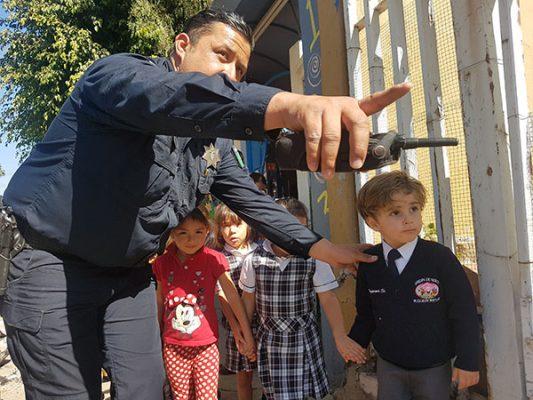 Evacúan  niños de kínder y guardería por fuga de gas