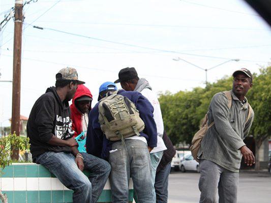 Coyotes  ofrecen a haitianos cruzarlos a EU  por el desierto