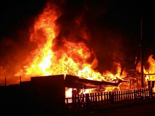 Fuerte incendio acaba con varias viviendas en alamar