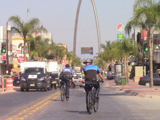 Comerciantes del centro donan 13 bicicletas a policías