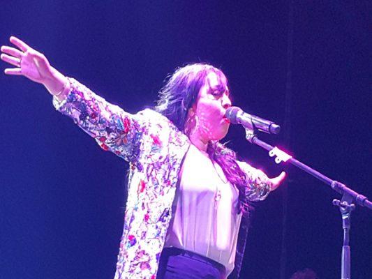 Carla Morrison hace cantar y bailar a miles de fans en Entijuanarte