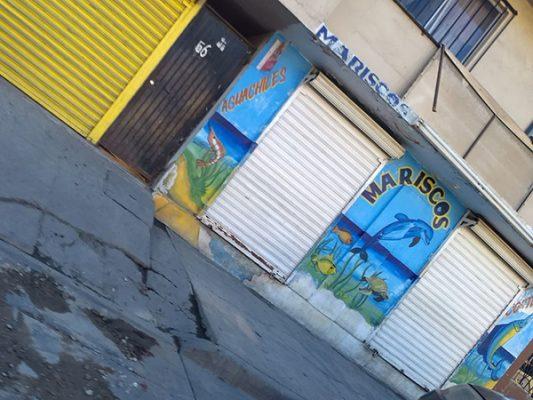 Matan a 3 en negocio de mariscos en Camino Verde