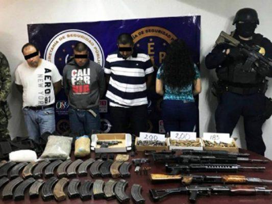 Decomisan arsenal a presuntos narcos en Ensenada