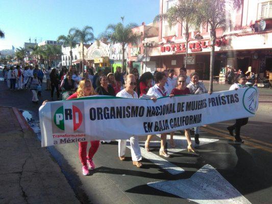 Marchan mujeres del PRI en tacones 👠