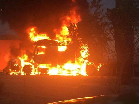 Se incendia tráiler en el bulevar 2000