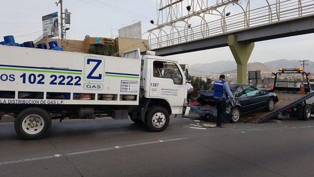 Múltiple choque, en carretera a Tecate