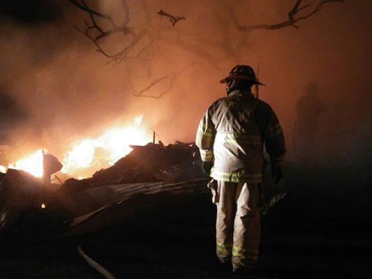 Indigente habría causado incendio de 3 casas en Anexa Buenavista