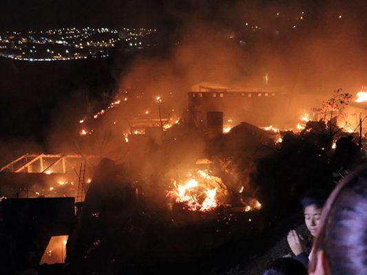 Incendios arrasan 15 casas y 50 hectáreas