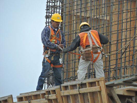 Crece economía 3.5% pero con desigualdad