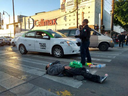 Taxi ¨atropella¨ a hombre en la Constitución