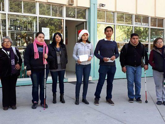 Colectan alumnos de PFLC 6 mil pesos para compañeros con discapacidad visual